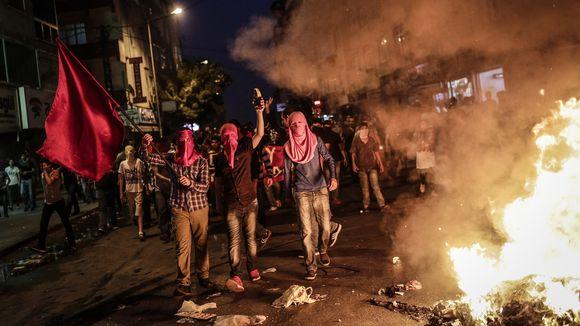 Linke Demonstranten protestierten am Freitagabend in Istanbul gegen die türkischen Angriffe auf kurdische Kämpfer.     © Yasin Akgul/AFP/GettyImages